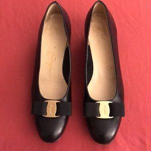Salvatore Ferragamo Black Varina Bow Shoes Sz 7